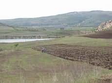 Poljoprivredan proizvodnja pokraj jalovišta u Probištipu